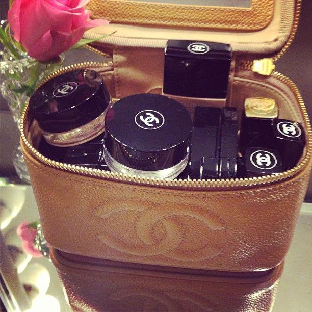 Chanel makeup/makeup bag ::dream::