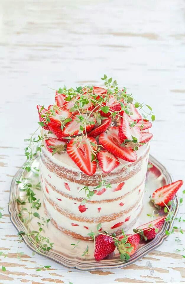 Naked Cake With Cream Cheese And a strawberry Filling and Fresh