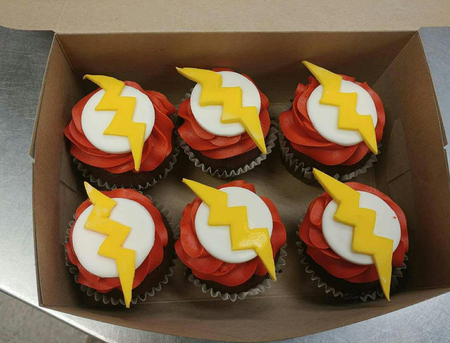 Cupcakes Inspired By The Flash Dc Comics Lightning Bold Red And
