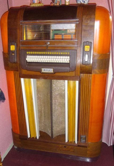 MILLS Jukeboxs Uit 1940 JUKEBOX Met Nog 60 Extra Platen 78 Toeren Is Van EUR