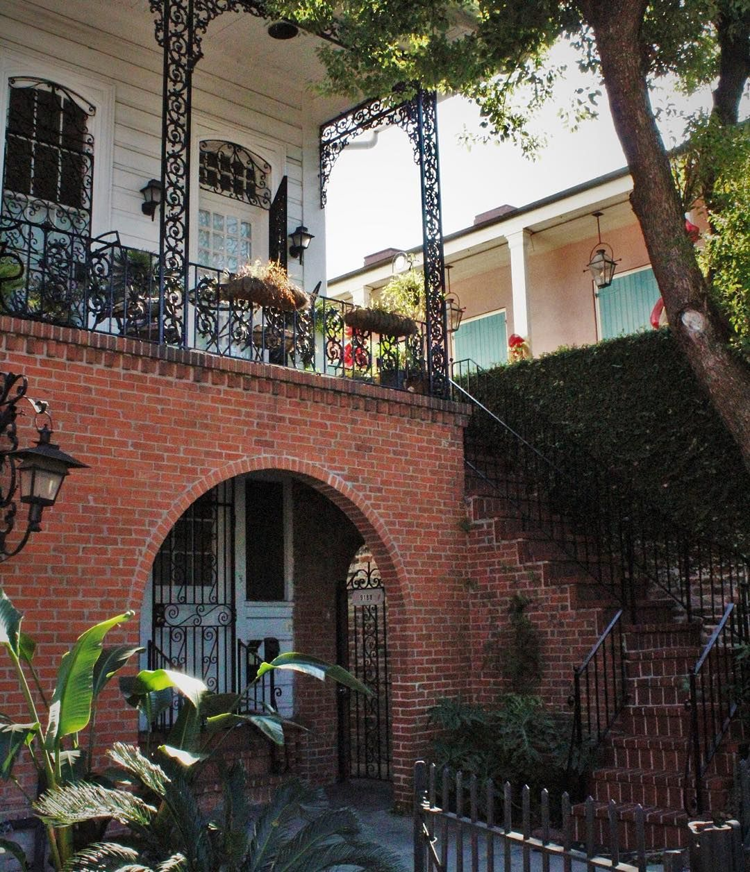 Crossing paths with a luscious #FrenchQuarter #courtyard on tour today. Join us for our next departure. 504-503-0199 by nolawalkingtours
