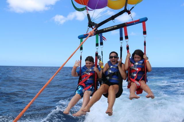 Parasailing With Paradise Water Sports Waikiki Minimum Age Is 5 So It A Great Family Activity Kidsinhawaii Hawaii Travel