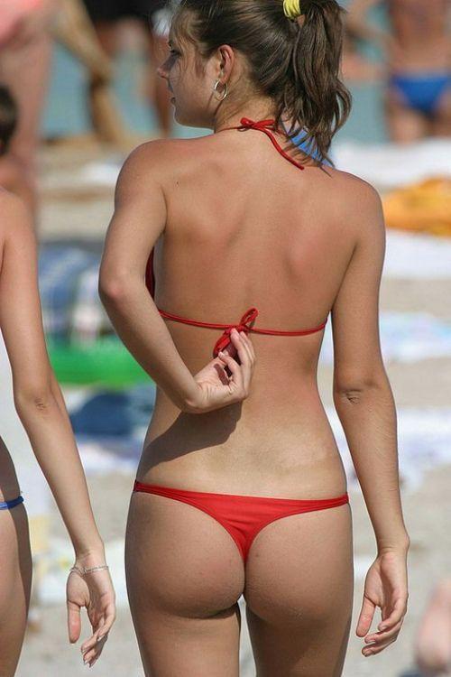 Bikini Babes With Beachballs - - Yahoo Image Search -4829