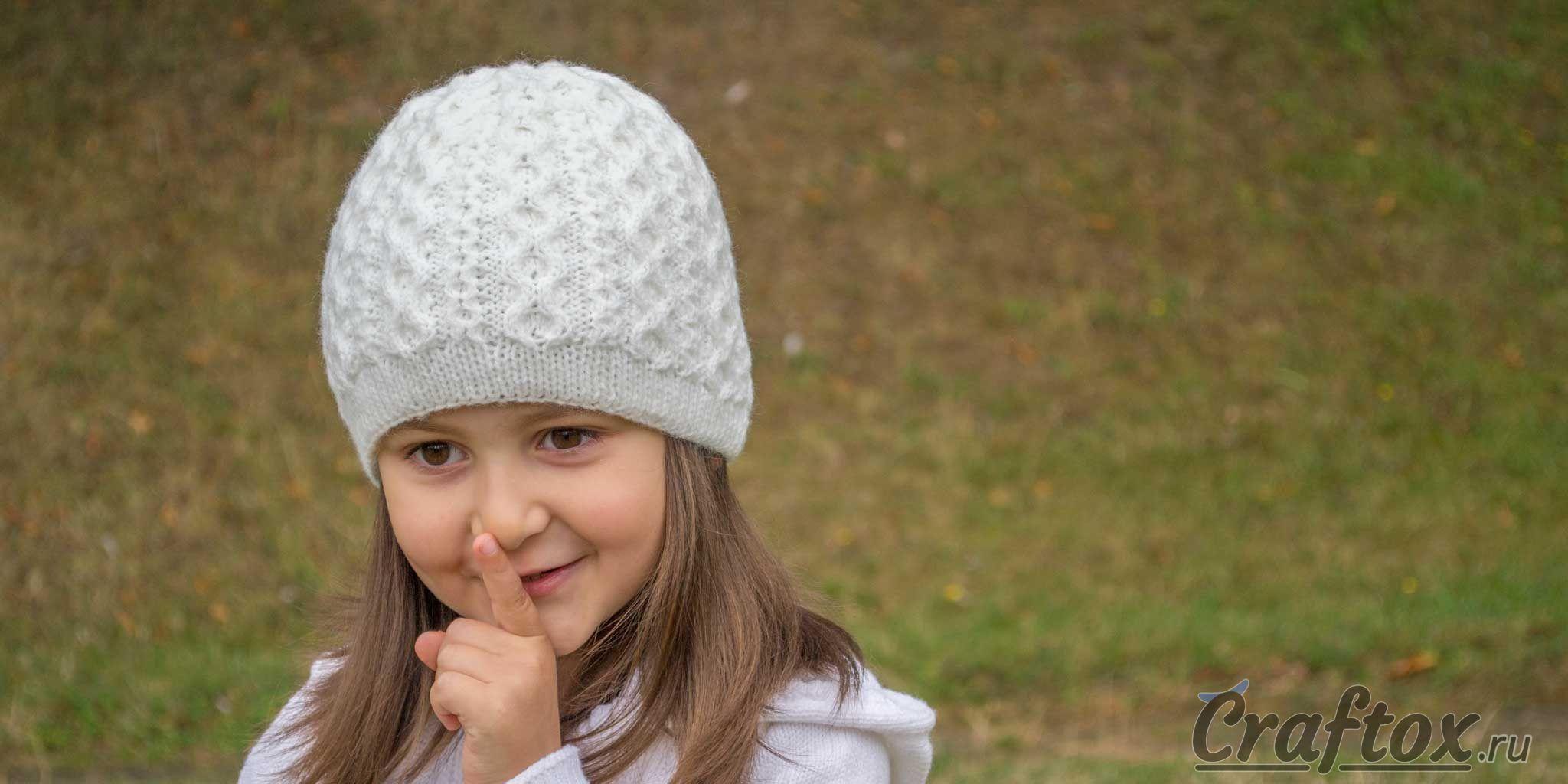 вязаная шапочка для девочки спицами для начинающих схема