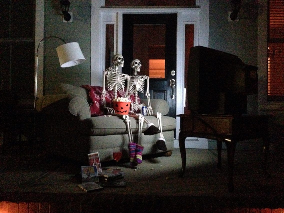Halloween front porch decorations movie night baxter for Pinterest halloween outdoor decorations