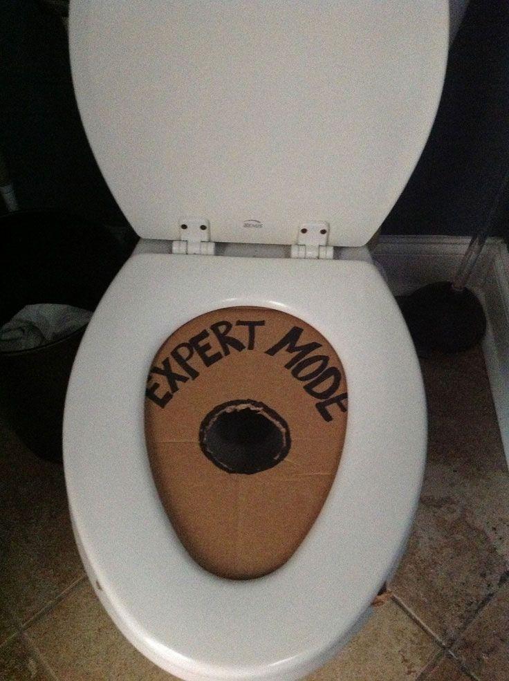 toilet seat expert mode prank pranks pinterest blague drole trucs dr les and trop dr le. Black Bedroom Furniture Sets. Home Design Ideas