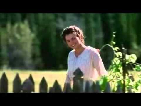 Legends of the Fall Três irmãos, três destinos. Alfred (Aidan Quinn) o reservado, o caçula Samuel (Henry Thomas) o protegido, e o do meio, Tristan (Brad Pitt), aprendeu com os índios a ter um espírito aventureiro. Ao trazer de volta para o rancho do pai (Anthony Hopkins) uma bela jovem (Julia Ormond), Samuel inicia um conflito de paixões que pode terminar em tragédia para sua família.