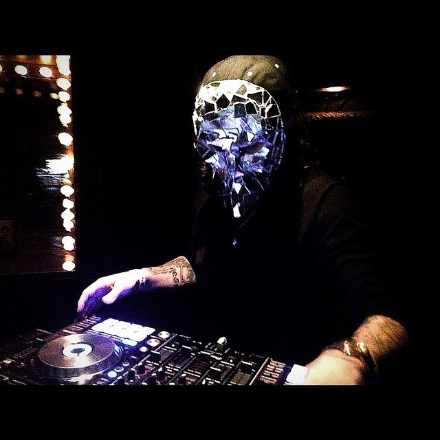 Dylo and his famous mirror mask at avalon 39 s haunt massive for Famous house music