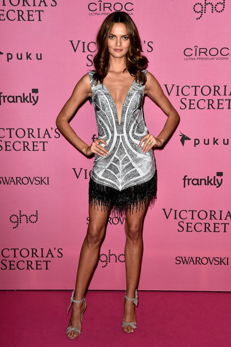 Barbara Fialho con un vestido estilo flapper obra de Davidson Zanine ...