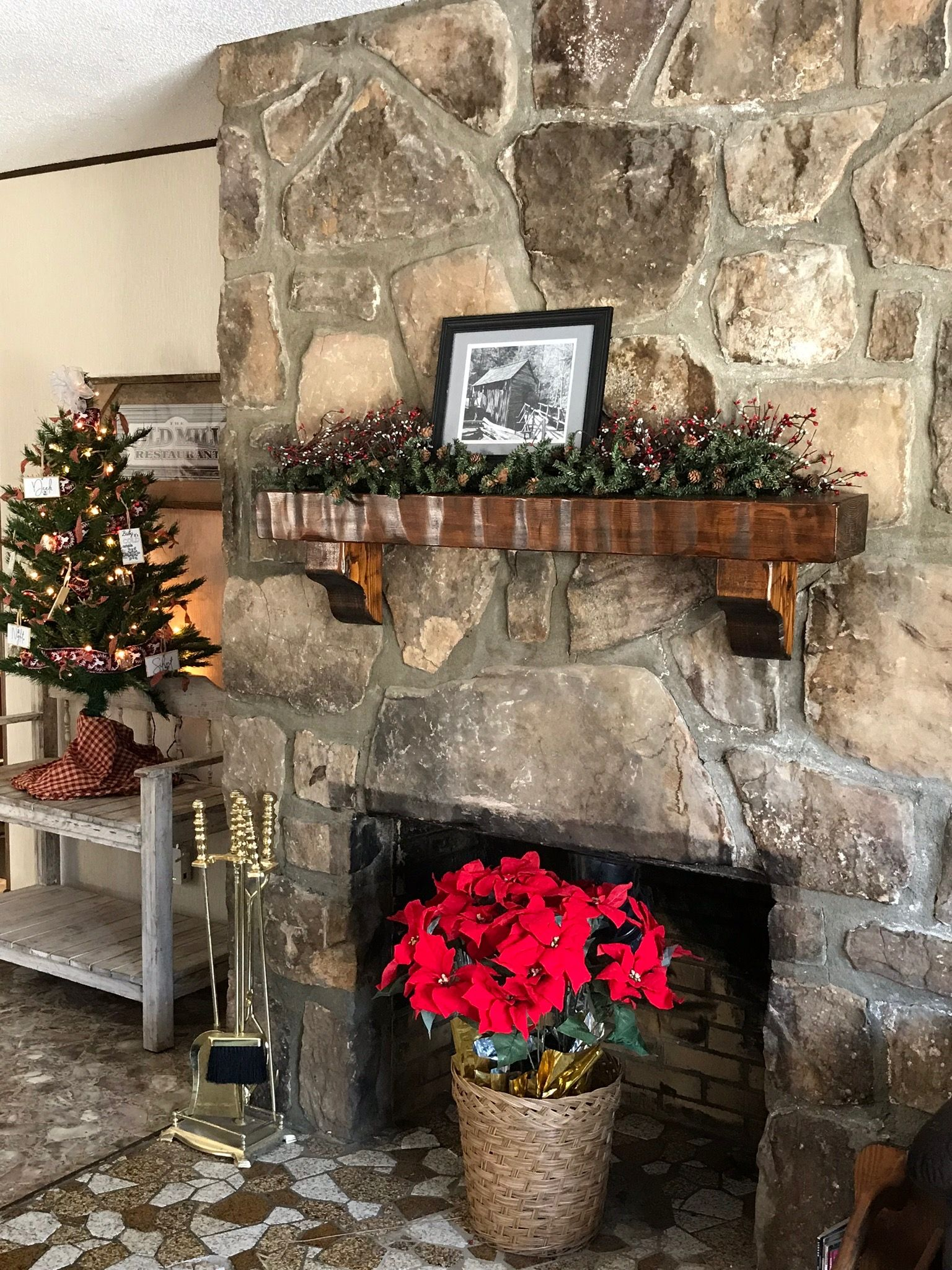 Farmhouse Christmas at Asbury Cottage 2 in Pigeon