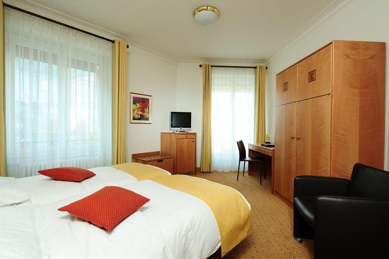 Chambre double standard très agréable et confortable avec deux lits ...