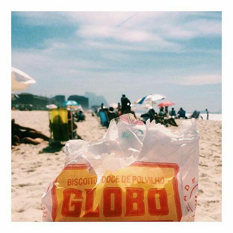 olha o verão aí  Hoje a boa sem dúvidas é curtir uma praia, com muito protetor solar e hidratação. E quem sabe o famoso biscoito globo, pra muitos biscoito de vento, ele custa mais ou menos 4...