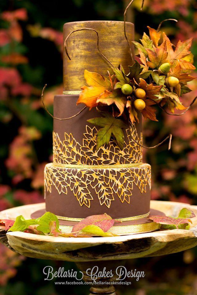 Una torta sencilla con motivos otoñales