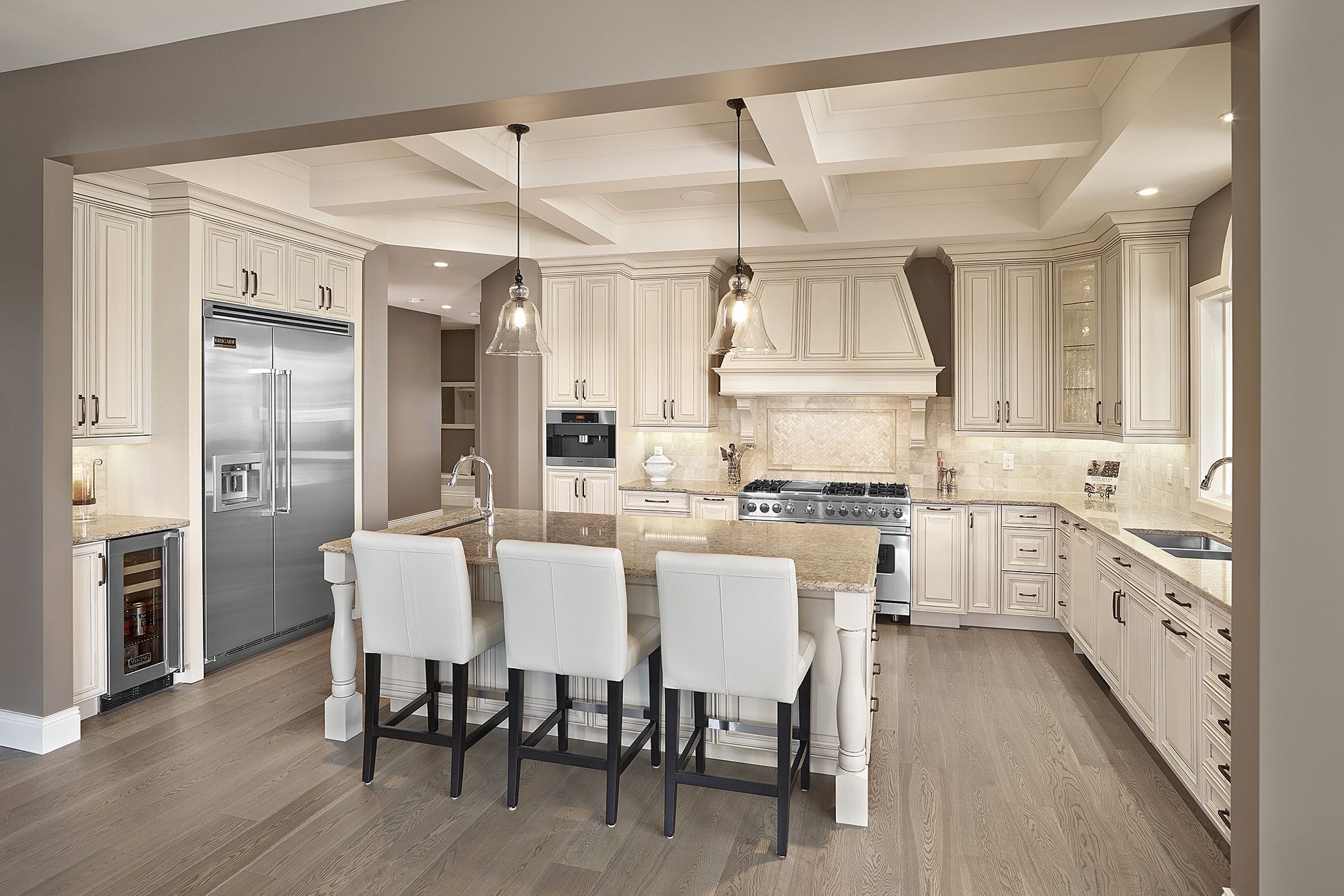 Westpoint Ravine Photos Of Custom Cabinet And Kitchen Design In Edmonton Cu In 2020 Solid Wood Kitchen Cabinets Wood Kitchen Cabinets Traditional Kitchen Furniture