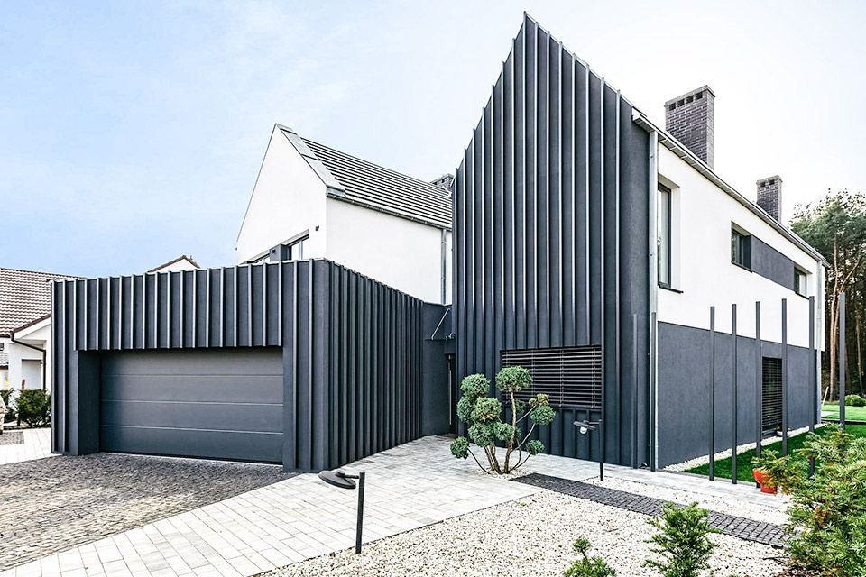 Armored by a front facade of various fencing and a dearth of street-facing windows, the Fence House gives owners both a sense of security and privacy. The house was built as two forms, giving the a…