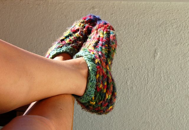 37985d557e77d Slippers knit in super bulky yarn. These will be a great gift ...