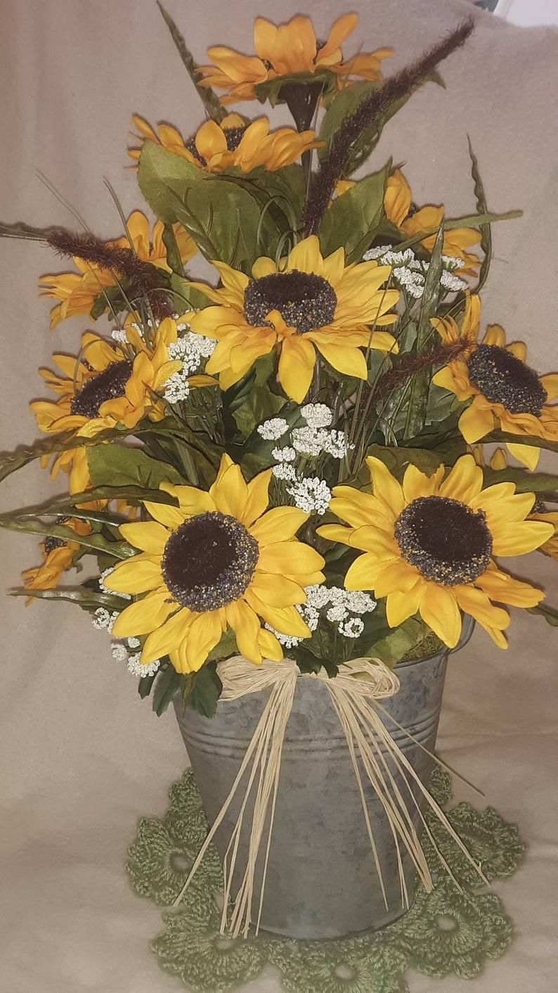 Stunning Sunflower Arrangement Etsy In 2020 Sunflower Arrangements Flower Arrangements Fall Flower Arrangements