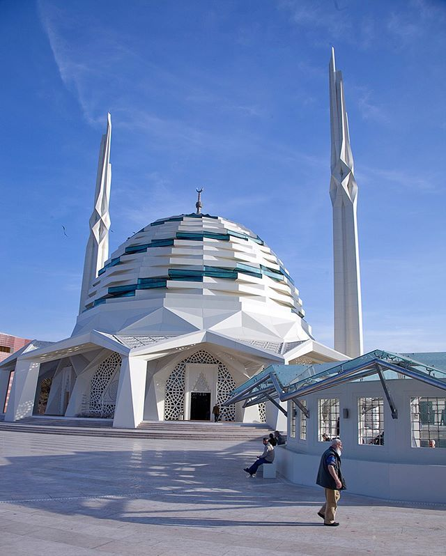 contemporary mosque at marmara university faculty of theology in