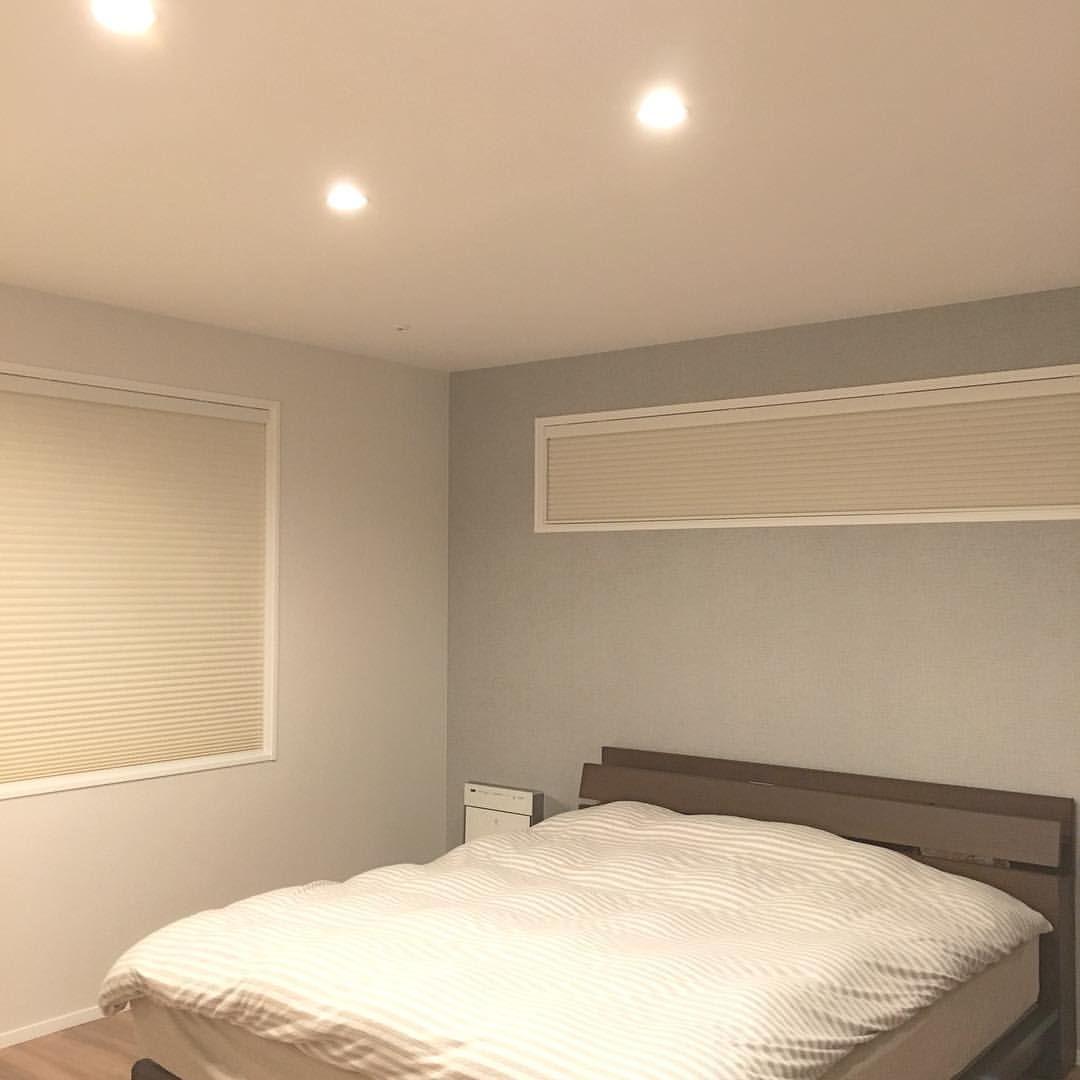 寝室のアクセントクロスは 淡いグレーにしました そして最終