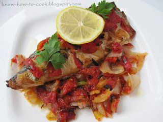 Mackerel with onions and tomatoes/ Скумрия с лук и домати