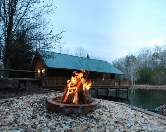Helen, GA Cabin Rentals | Knotts Landing | Lovely 1 Bedroom Cabin Set Right  On