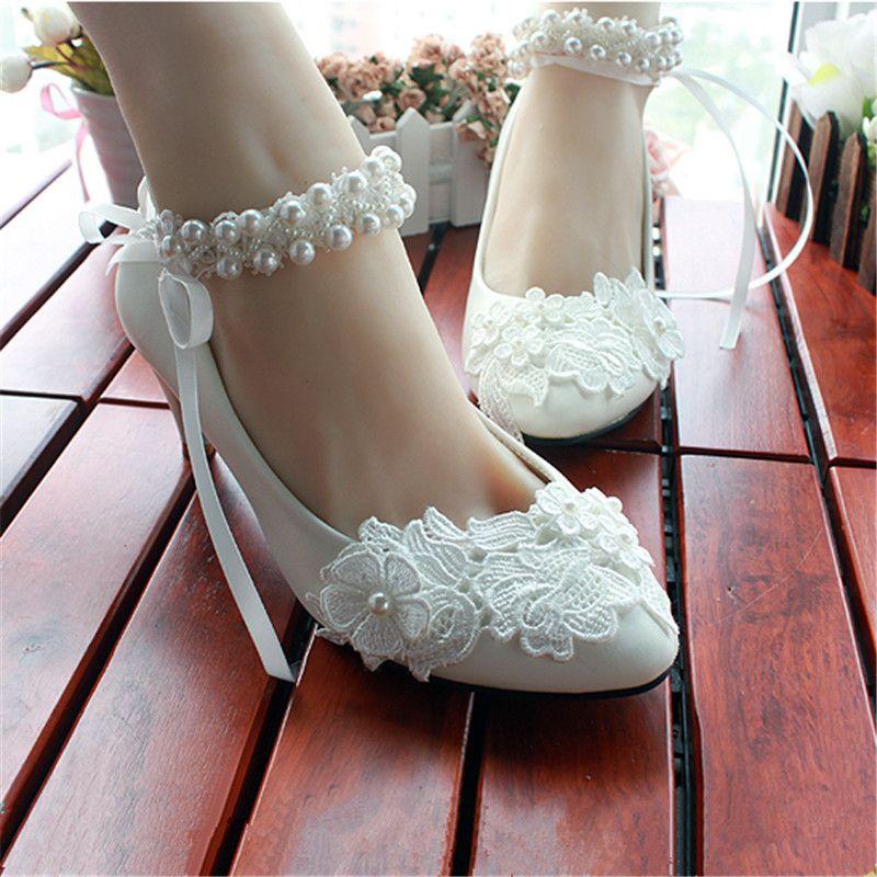 90117a908 Barato Grátis frete 2014 nova mulheres faux pérola bow salto baixo de salto  alto sapatos de noiva sapatos de casamento tamanho europeu 34 40, ...