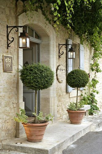 porte d 39 entr e plantes en pots terre cuite home design architecture http www. Black Bedroom Furniture Sets. Home Design Ideas