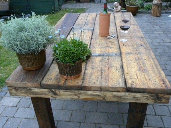 Garten terassentish aus alte baustellenholz garden - Palettentisch garten ...