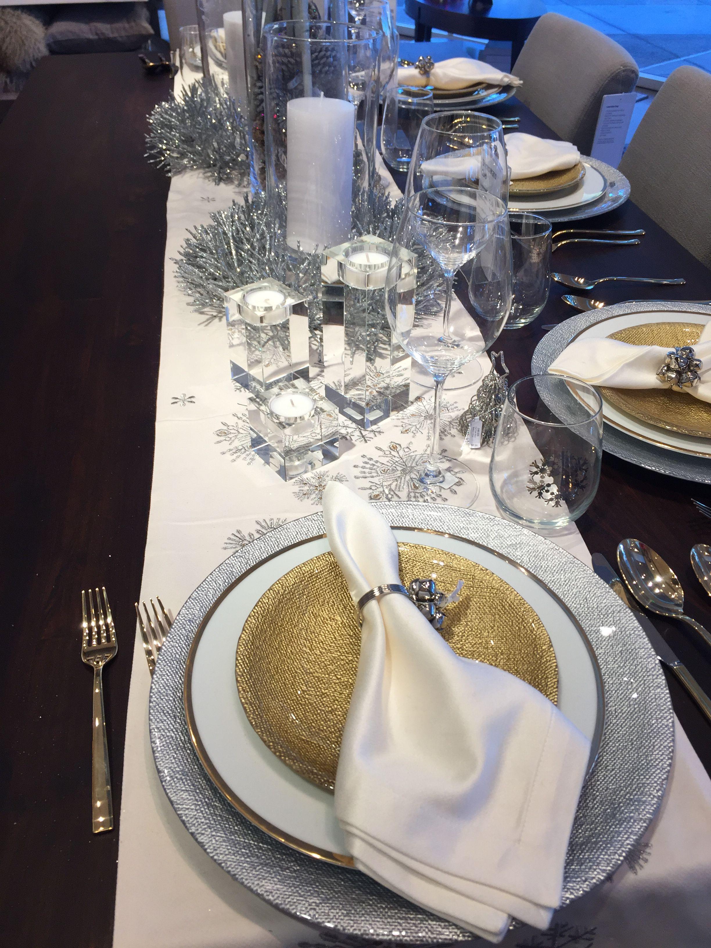 Christmas 2016 Crate And Barrel Table Setting Cream White Gold Silver Napkin Table Runner Charger Cenas De Navidad Cena Navidad
