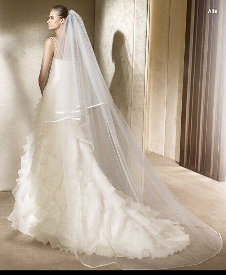 Ideas To Pick Up Right Veil With Wedding Dress Designers Outfits ...