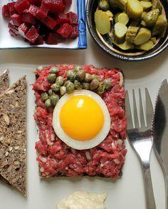 Tartarmad - Kickin' it old school | Danish Open Sandwiches (Smørrebrød)---Tartar Sandwich