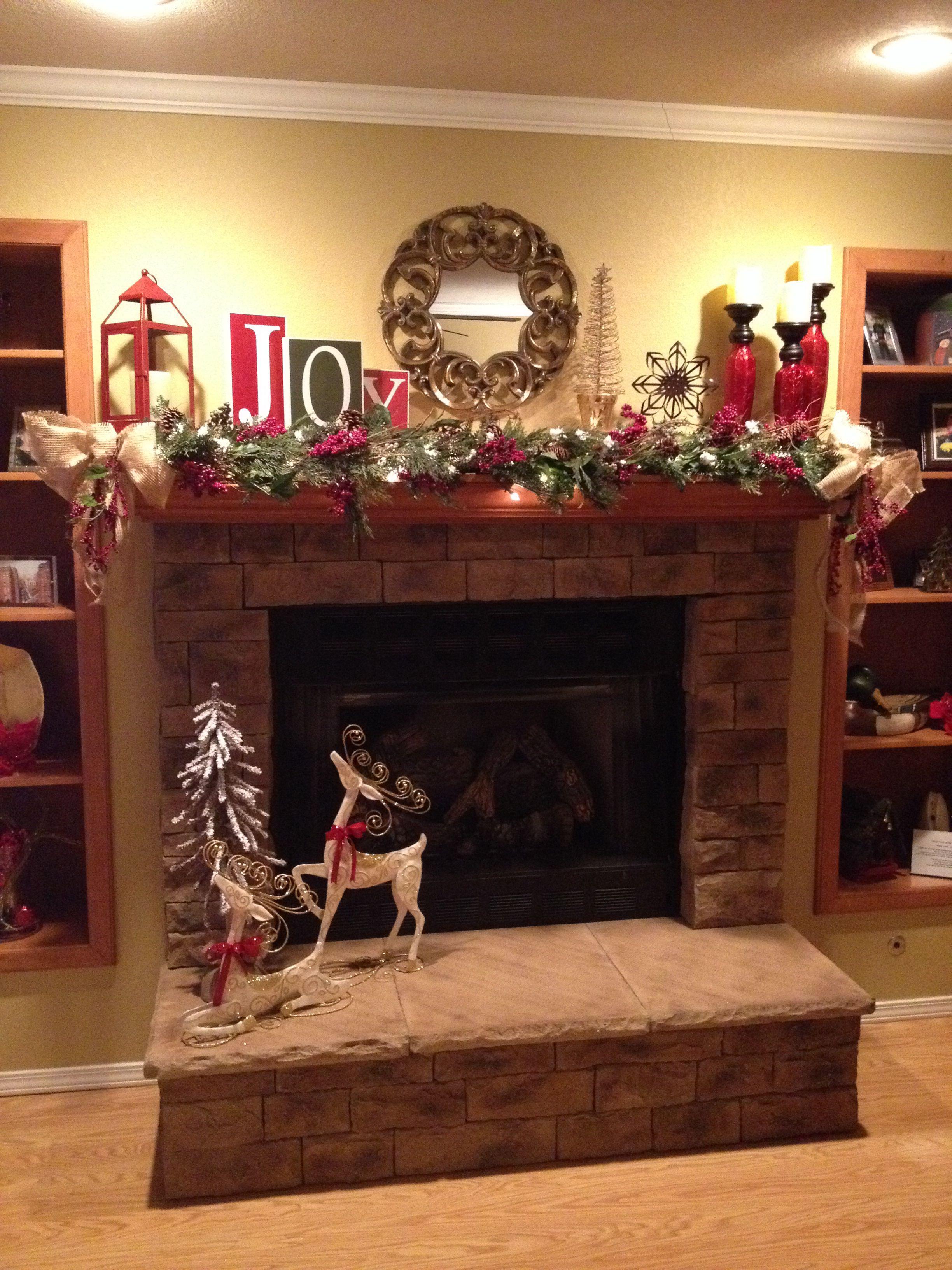 Beautiful Christmas mantel! | Mantel decorations ...