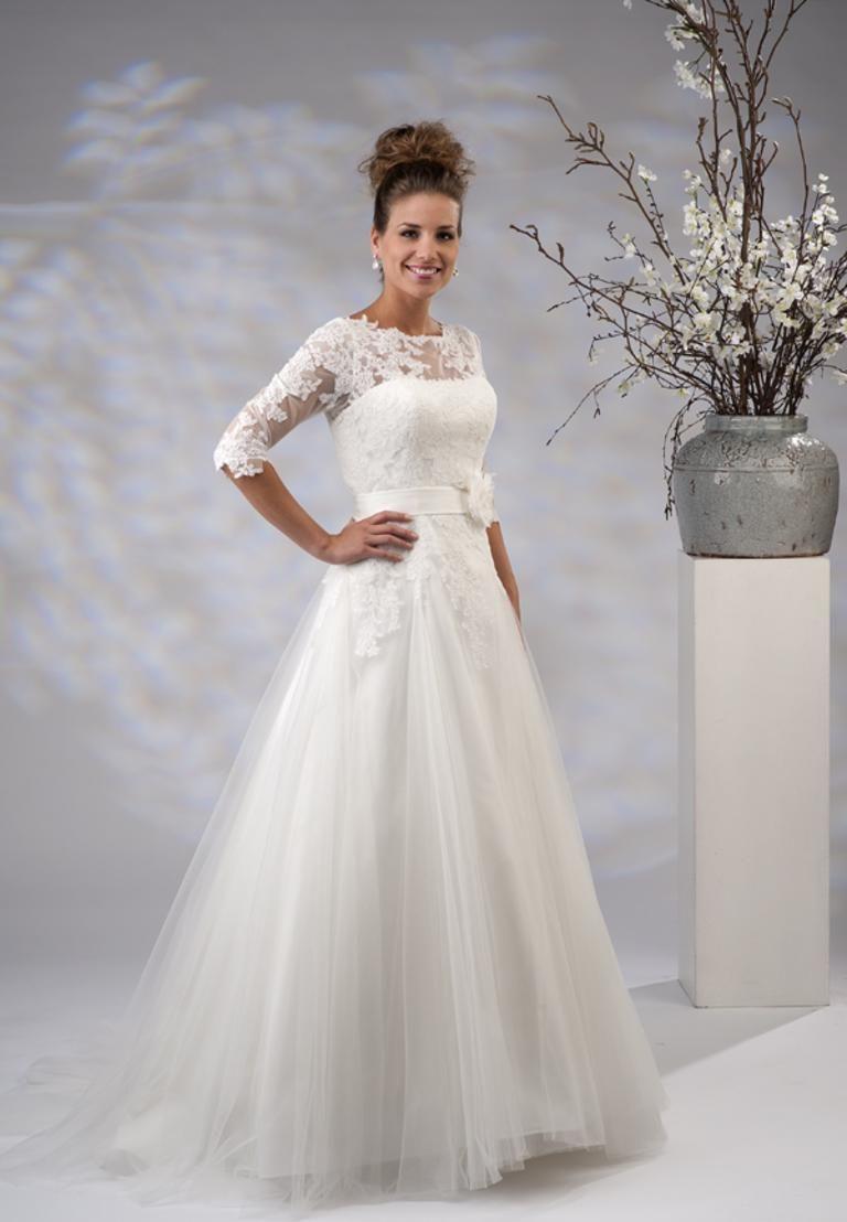 Trouwjurk Met Mouwtje.Pin Van Wieslawa Misiara Op Suknia Slubna Wedding Dresses Wedding