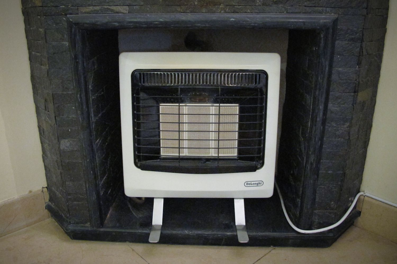 Six Delonghi Gas Heaters Wh 45 Nat Individually Retails For Over 15 000 Rs Asking 5 000 Rs Each 25 000 Rs For All Six Heaters Gas Heater Heater Delonghi