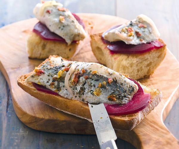 Bruschettas originales au hareng et la betterave - Cuisiner les betteraves ...