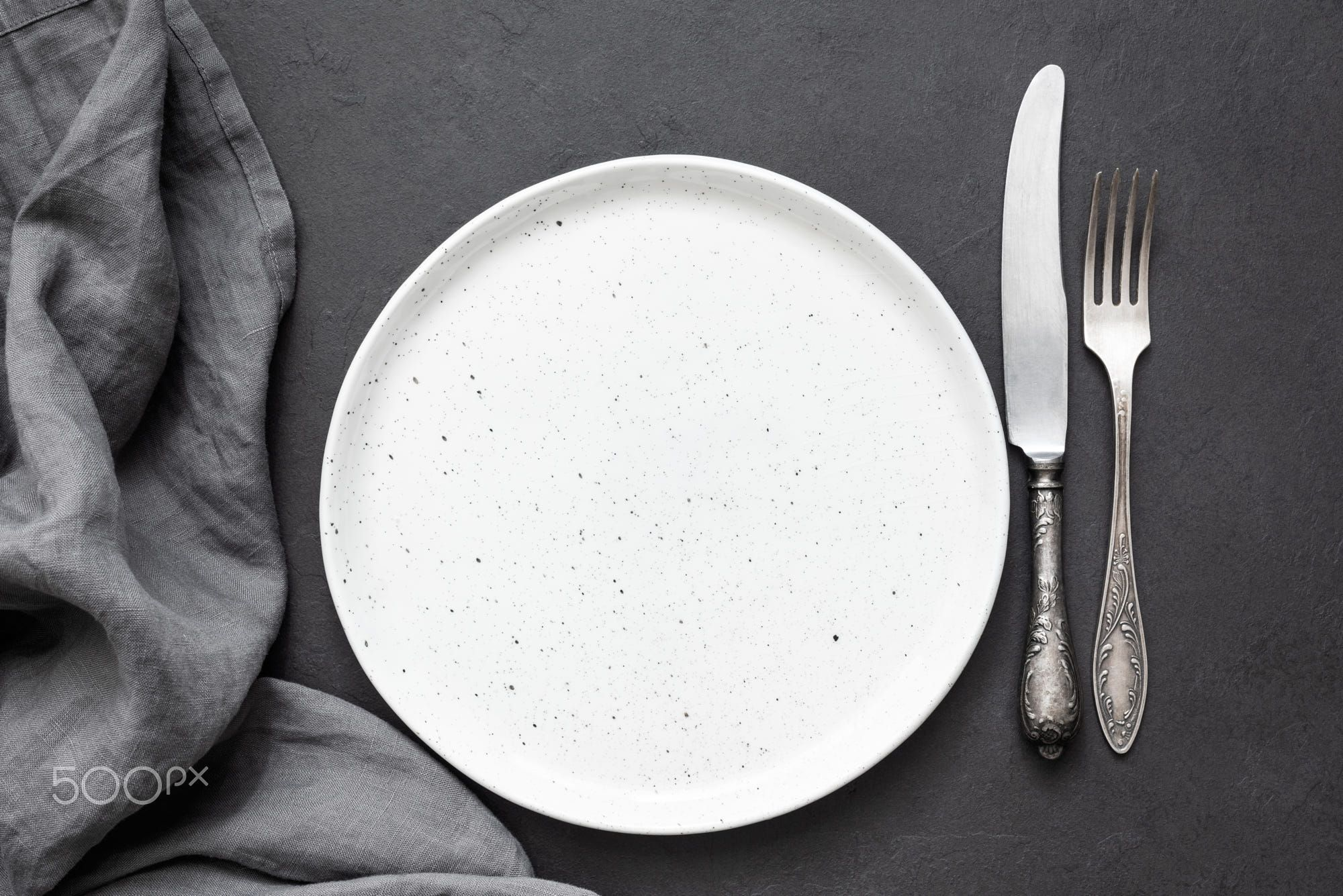 Vintage Cutlery Or Silverware Empty Plate And Kitchen Textile Napkin Top View Copy Space For Text Fotografi Makanan Foto Makanan Makanan