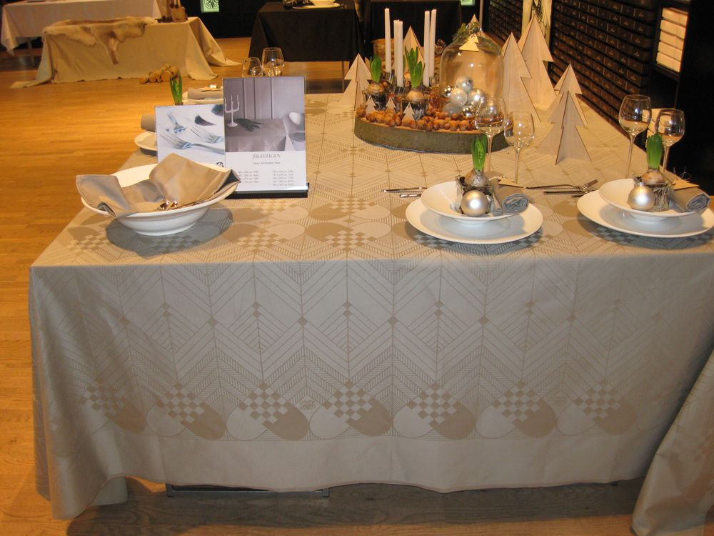 georg jensen damask tablecloth christmas fushian grey manteles pinterest grey christmas. Black Bedroom Furniture Sets. Home Design Ideas