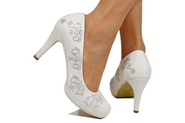 Rockonstyles is a UK's leading online supplier of bridal shoes, offering quality shoes for women at reasonable prices.