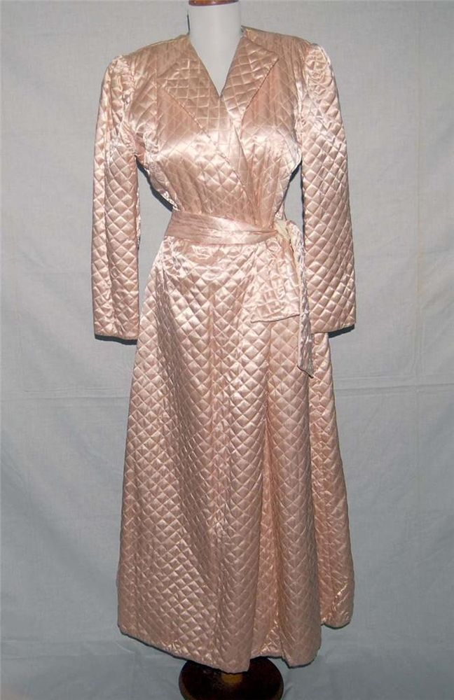 Beautiful Vintage 1940\'s Dressing Gown/Robe Blush Pink Quilted Satin ...