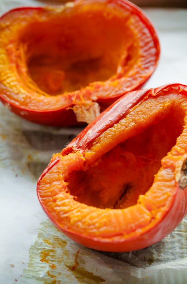 Homemade Roasted Pumpkin Puree #pumpkinpureerecipes Homemade Pumpkin Puree. An easy tutorial for how to make pumpkin puree from scratch using sugar pumpkins! #pumpkinpureerecipes