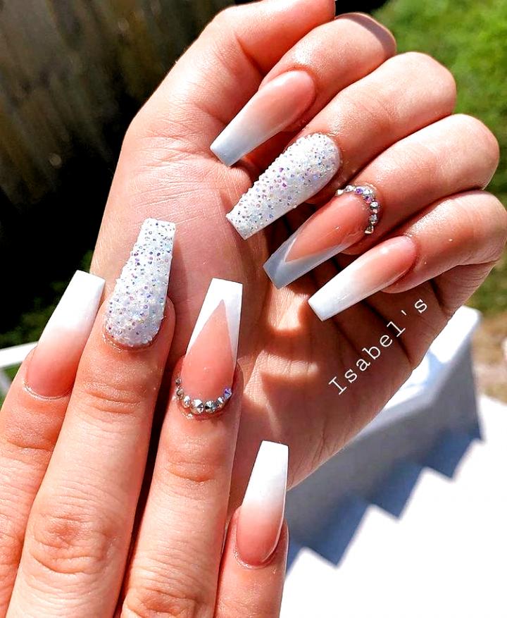 12 Beliebte Winter Nail Art Trends Die Sie So Schnell Wie Moglich Ausprobieren Mussen Ecem Nails Acryl In 2020 Ombre Nails Glitter Best Acrylic Nails Dipped Nails