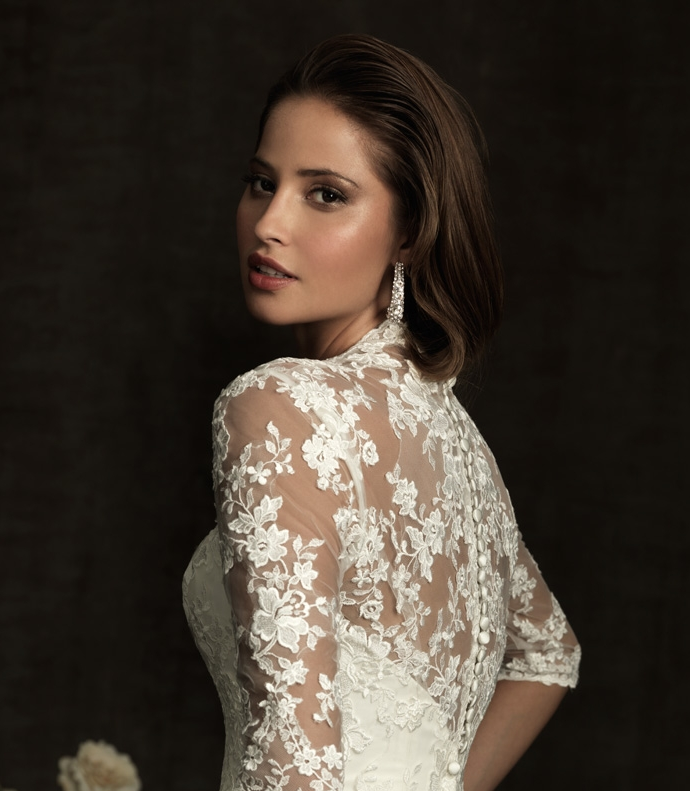 Long-sleeved lace wedding dresses are a sophisticated yet classic ...