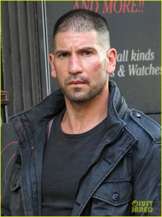 A Much Better Look At Jon Bernthal As The Punisher On The Set Of Daredevil Season 2 Jon Bernthal Jon Bernthal Punisher Punisher