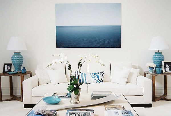 A blue and white interior inspired by the ocean.