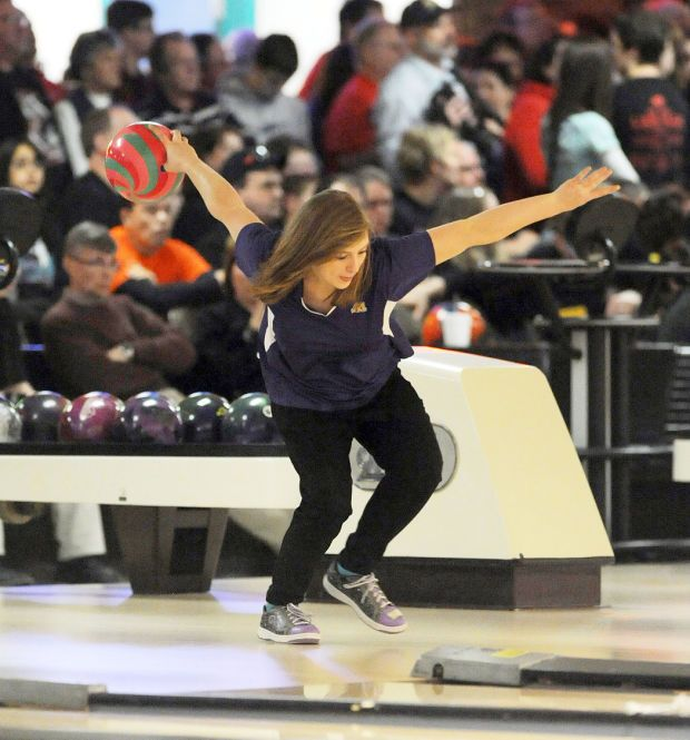 Muscatine S Breanna Payne Throws The Ball During The Class 2a Girls Bowling Tournament In Des Moines Girls Bowling Bowling Tournament Bowling Team