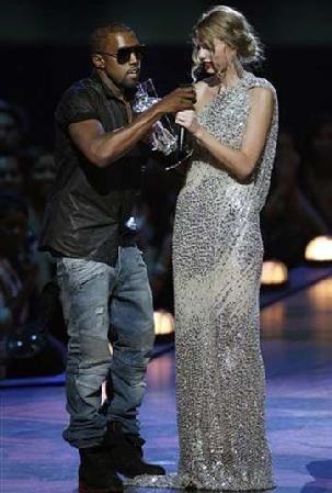 Kanye Interrupts Taylor Swift At Mtv Vma S Kanye Interrupts Taylor Kayne West Taylor Swift