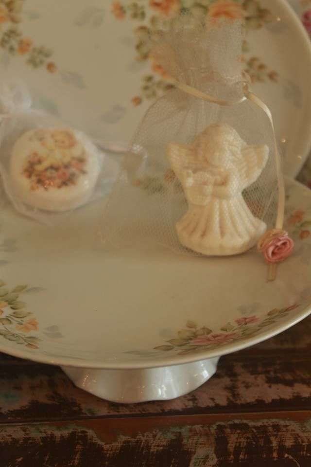 Pintado a mano --->Uriarte 1456 y Gorriti, Palermo Soho ♥♥♥  #rosas #roses #romanticcoutage #romance #romantic #torta #cake #cookies #cupcakes #chic #porcelana #vajilla #palermo #palermosoho #palermoviejo #buenosaires #argentina #pinkroses #pink #vintage #vintagedeco #shabbychic #chicdeco #mesadulce #muffins #love #cute #princes #queen #pretty #food #dessert #sweets #antique #antiquedeco #porcelain #romanticstyle #decostyle #chicstyle #artandcraft #craft #art #romanticdeco #chocolate #cruz