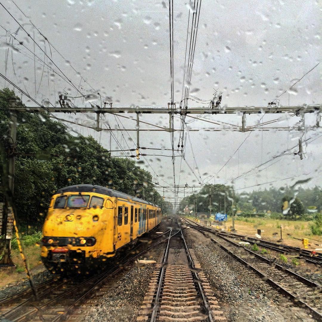 """It seems autumn, yesterday on the way to Arnhem. Het lijkt wel herfst, gisteren onderweg naar Arnhem #rsa_theyards #train_nerds #trainstagram…"""