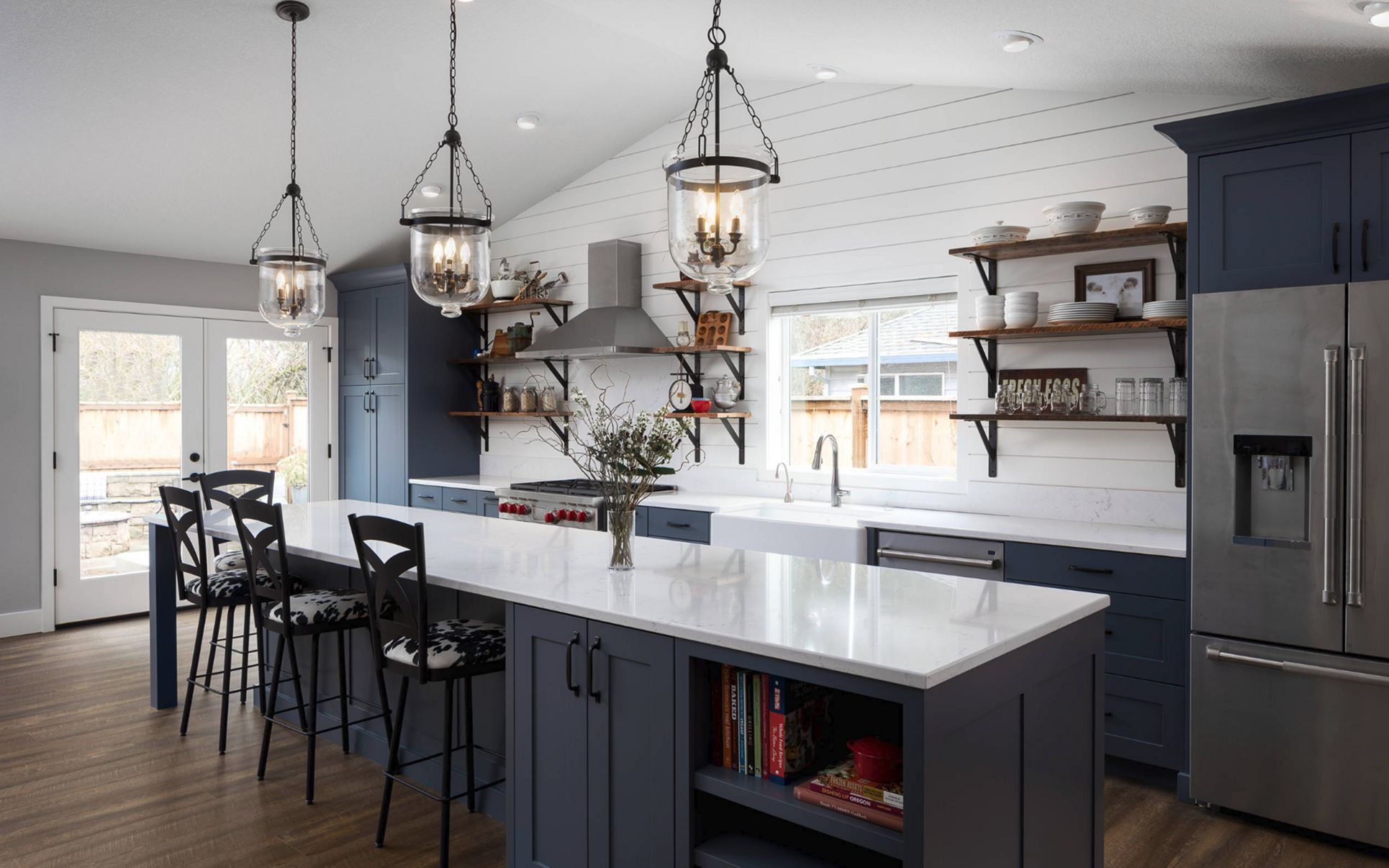 35 amazing modern farmhouse kitchen design and decorating in 2020 farmhouse kitchen interior on kitchen remodel modern farmhouse id=49943