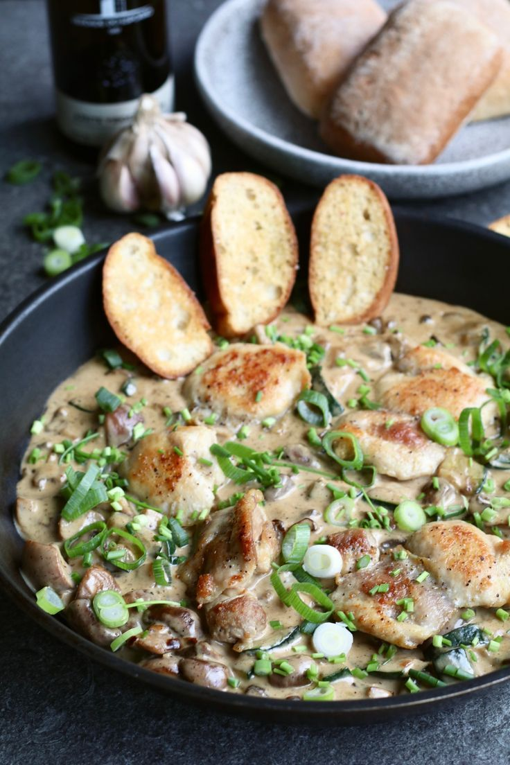Kip in parmezaan roomsaus met knoflook ciabatta + doe de online gluten zelftest!